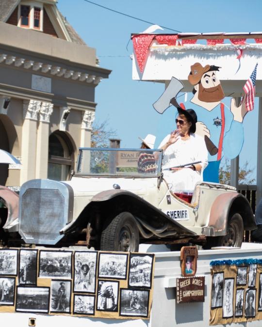 pbd-2016-monday-parade-hr-kwyner-2016-lr-img_6770.jpg